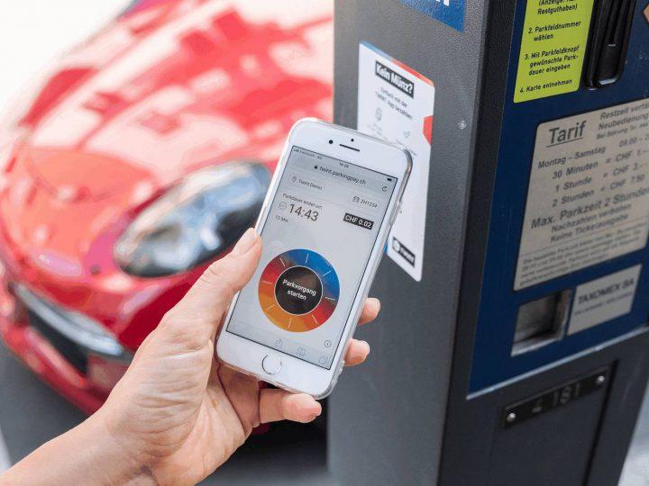 Mobile-Payment an einer Parkuhr