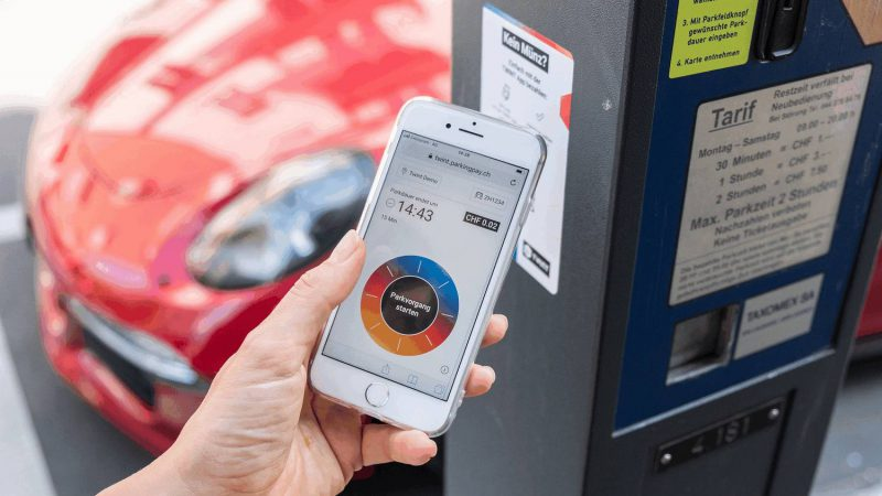 Mobile-Payment an einer Parkuhr